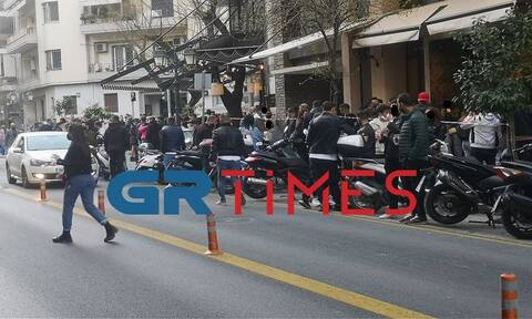 Κορονοϊός - Θεσσαλονίκη: «Πατείς με, πατώ σε» στα μπαρ της πόλης - Ισχυρή σύσταση της αστυνομίας