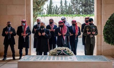 Ιορδανία: Κοινή εμφάνιση του βασιλιά Αμπντάλα με τον πρίγκιπα Χάμζα μετά το ρήγμα στις σχέσεις τους