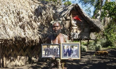 Πρίγκιπας Φίλιππος: Οι απομονωμένες φυλές του Ειρηνικού που τον λάτρευαν σαν Θεό -«Αντίο» με τελετές