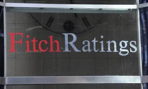 Fitch: Μεγάλο, αλλά βιώσιμο το ελληνικό χρέος