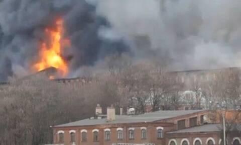 Ρωσία: Φονική πυρκαγιά τεραστίων διαστάσεων σε ιστορικό εργοστάσιο της Αγίας Πετρούπολης
