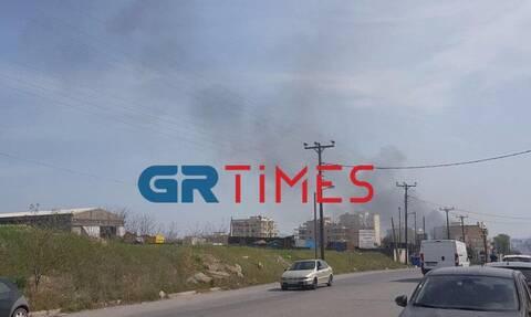 Φωτιά κοντά σε σπίτια στην Θεσσαλονίκη