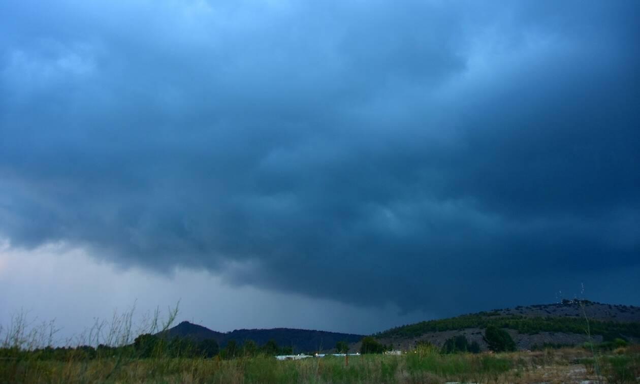 Καιρός τώρα: Συννεφιασμένη η Τρίτη - Πού θα βρέξει και πού θα σημειωθούν καταιγίδες