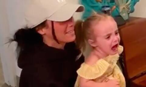 Αυτός είναι ο λόγος που κλαίει η μικρή - Θα ξεκαρδιστείτε