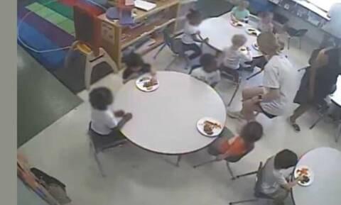 Σάλος με παιδικό σταθμό στις ΗΠΑ: Τρώνε πρώτα τα λευκά παιδιά και τα μαύρα περιμένουν με άδεια χέρια