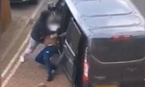 Λονδίνο: Βίντεο - ντοκουμέντο από απαγωγή άνδρα μέρα μεσημέρι