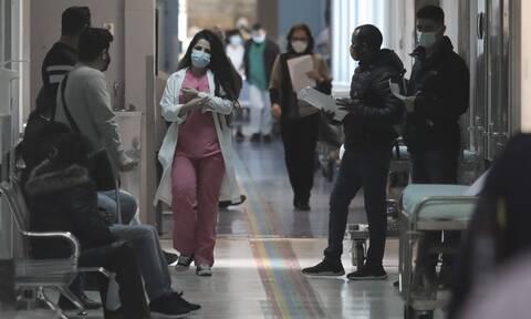 Κορονοϊός - ΠΟΕΔΗΝ: Πεθαίνουν ασθενείς περιμένοντας ΜΕΘ – Τελειώνουν και στην επαρχία