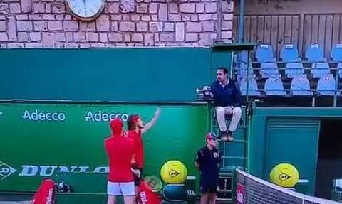 Στέφανος Τσιτσιπάς: Εκτός εαυτού! Τα «έχωσε» στον διαιτητή - «Είσαι ντροπή του τένις» (video)