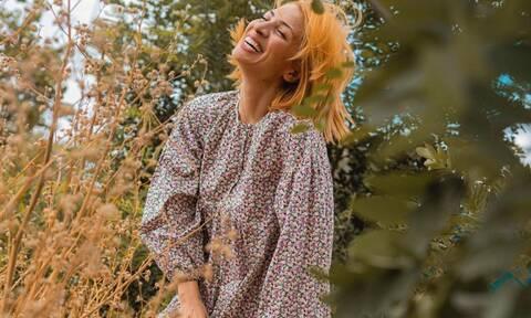 Μαρία Ηλιάκη: Δείτε τη να δοκιμάζει ρούχα στον καθρέφτη του δωματίου της