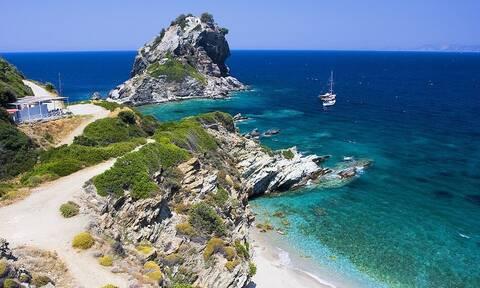 H Daily Mail αποθεώνει τα ελληνικά νησιά – «Επισκεφθείτε τους covid free… παραδείσους»