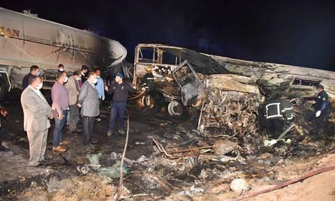 Αίγυπτος: 20 νεκροί σε τραγικό τροχαίο δυστύχημα - Σύγκρουση λεωφορείου με φορτηγό