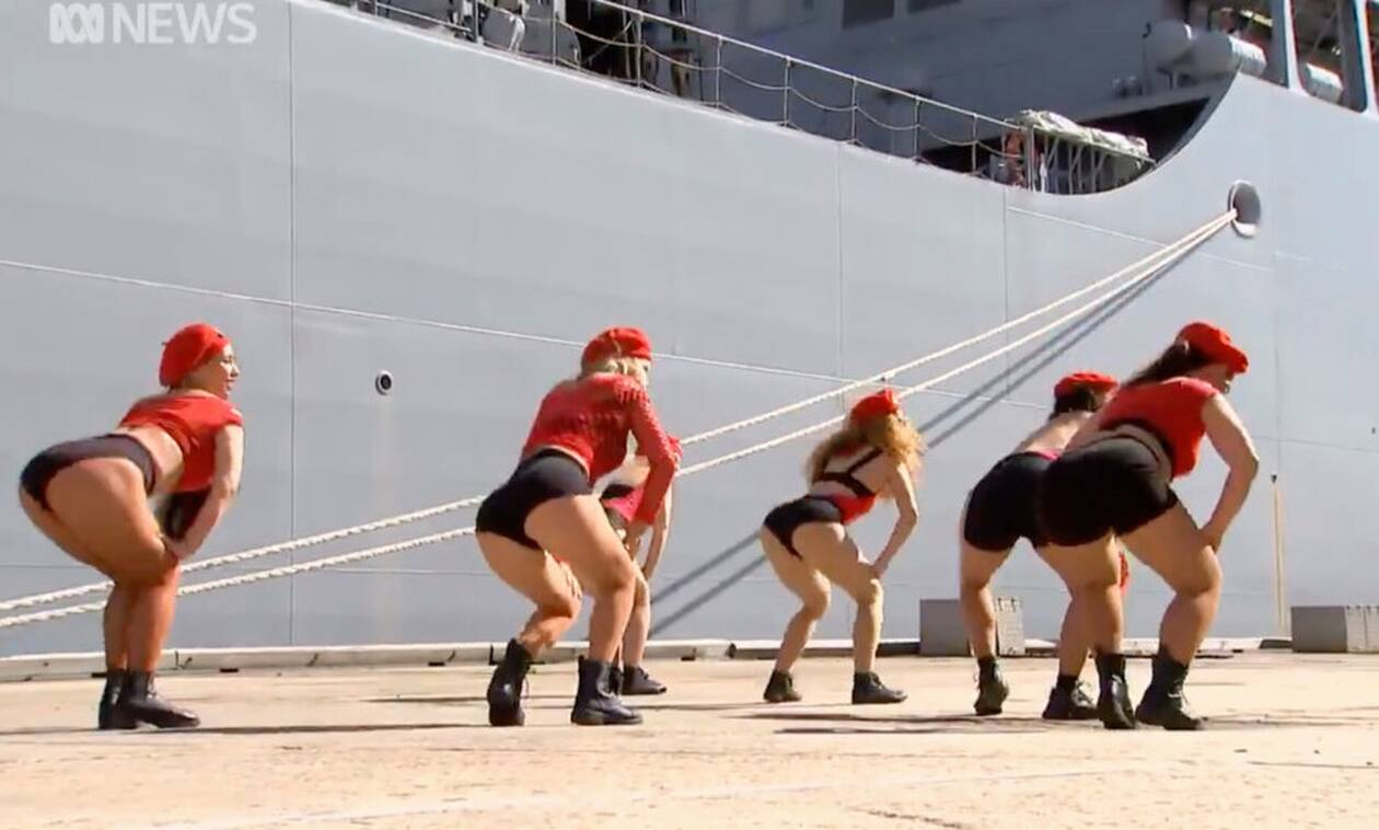 Σάλος στην Αυστραλία για τον σέξι χορό στα αποκαλυπτήρια πλοίου του Πολεμικού Ναυτικού