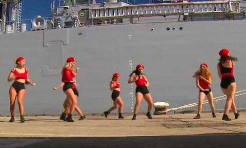 Αυστραλία: «Τσουνάμι» αντιδράσεων για το σέξι χορό σε εκδήλωση του Ναυτικού - Το μοντάζ του ABC