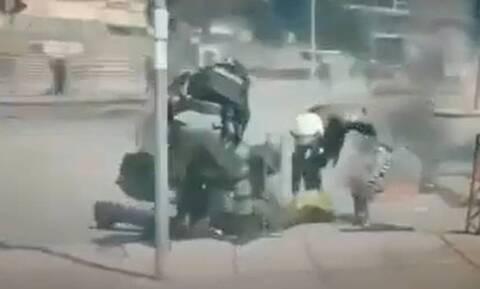 Θεσσαλονίκη: «Βροχή» οι μολότοφ στο συλλαλητήριο- Αστυνομικός έσβησε φωτιά από το πόδι διαδηλωτή