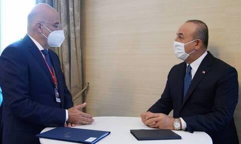 Άμεσα ξεκίνησε η συζήτηση Δένδια - Τσαβούσογλου μετά τη συνάντηση με τον Ερντογάν