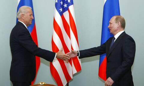 Οργή Ρωσίας για τις κυρώσεις των ΗΠΑ: Εκλήθη στο ρωσικό ΥΠΕΞ ο Αμερικανός πρέσβης