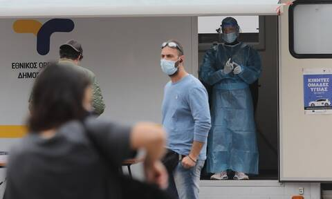 Κρούσματα σήμερα: «Επέλαση» μεταλλάξεων με 1.097 νέες - Κυριαρχεί το βρετανικό στέλεχος