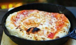 Η καλύτερη συνταγή για πίτσα - Σαν να την παράγγειλες απ' έξω!