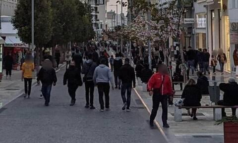 Lockdown: Κοσμοσυρροή στο κέντρο του Ηρακλείου την ώρα που «βράζει» από κρούσματα