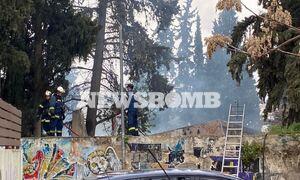 Ρεπορτάζ Newsbomb.gr: Φωτιά σε κτήριο στο άλσος Καισαριανής