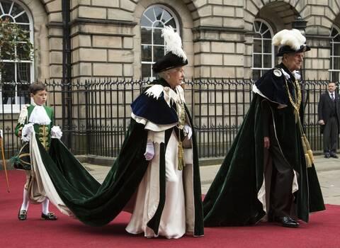 Πρίγκιπας Φίλιππος- Ο δούκας του Εδιμβούργου...η Τζένιφερ Λόπεζ και οι «επαναστάτριες» του Παλατιού