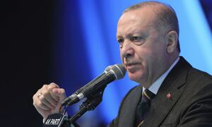 Προκλητικός Ερντογάν: «Ο Τσαβούσογλου έβαλε στη θέση του τον Δένδια»