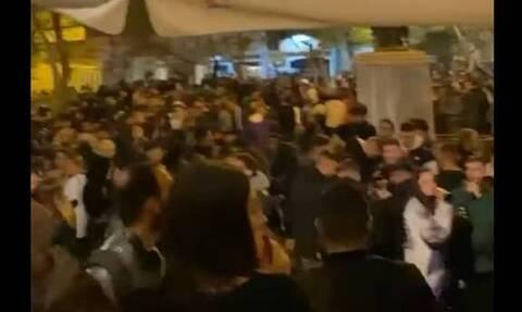 Lockdown: Κορονοπάρτι με DJ και εκατοντάδες άτομα στην Κυψέλη