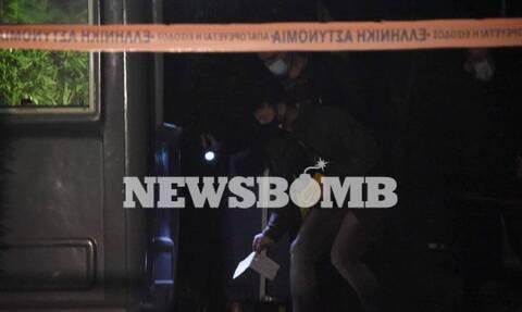 Μένιος Φουρθιώτης: Καρέ-καρέ η στιγμή που άγνωστος πυροβολεί το σπίτι του (video)