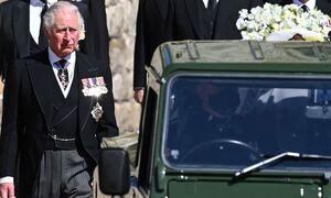 Κηδεία Πρίγκιπα Φίλιππου: Τα δάκρυα του Κάρολου λίγο πριν το «ύστατο χαίρε» στον πατέρα του