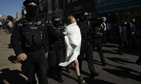 Κηδεία Πρίγκιπα Φίλιππου: Γυμνόστηθη αναστάτωσε το Ουίνδσορ (vid)