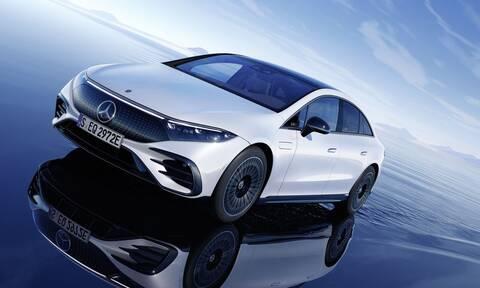 Γιατί η top ηλεκτρική Mercedes έχει συμβατικούς καθρέφτες;
