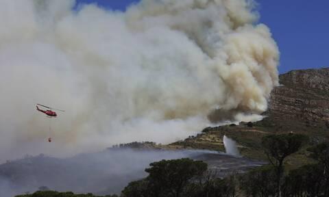 Νότια Αφρική: Πυρκαγιά σε όρος στο Κέιπ Τάουν - Καταστροφές σε κτίρια πανεπιστημίου