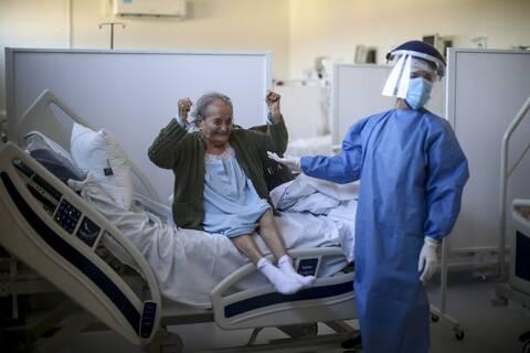 """Ασθενής - """"Νικήτρια"""" της covid-19"""