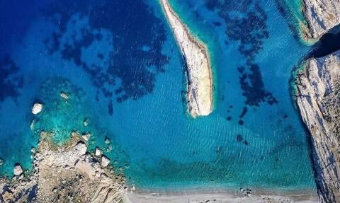Spiegel: Αυτά είναι τα επτά ελληνικά νησιά που πρέπει να επισκεφτείτε