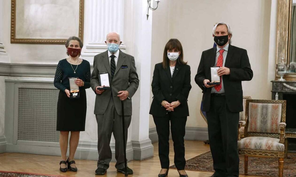 Σακελλαροπούλου: Παρασημοφόρησε τρεις διακεκριμένους Αμερικανούς αρχαιολόγους