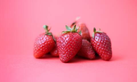Λιώσε τις φράουλες και φτιάξε το καλύτερο scrub προσώπου