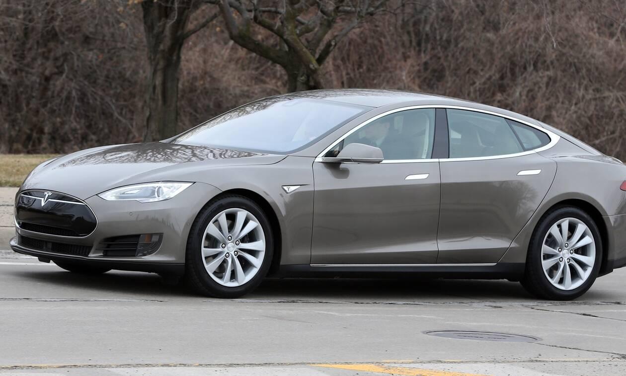 ΗΠΑ: Δύο νεκροί σε τροχαίο με Tesla «χωρίς οδηγό» στο τιμόνι