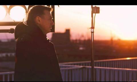 «Καινούργια Πρεμιέρα»: Το νέο τραγούδι του Νίκου Μακρόπουλου