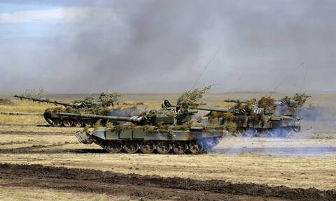ΕΕ: 150.000 Ρώσοι στρατιώτες στα σύνορα με την Ουκρανία και στην Κριμαία