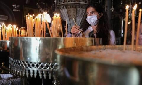 Καβάλα: Χαμός σε εκκλησία - Πιστοί... ταμπουρώθηκαν σε ναό για τη Θεία Λειτουργία