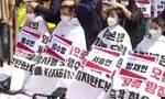 Νότια Κορέα: Φοιτητές ξυρίζουν τα κεφάλια τους- Διαμαρτύρονται για το ραδιενεργό νερό της Φουκουσίμα
