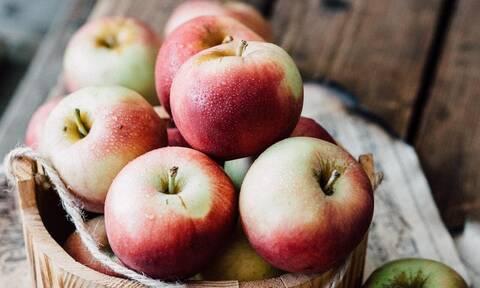 DIY μάσκα προσώπου με μήλο και δύο ακόμα υλικά