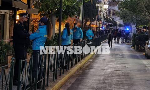 Ρεπορτάζ Newsbomb.gr - Περιστέρι: Επιχείρηση της αστυνομίας στην Βεάκη για την αποφυγή κορονοπάρτι