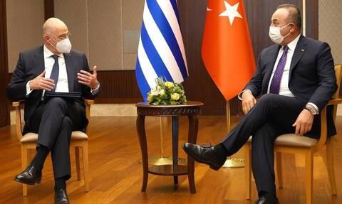 Ο Τσαβούσογλου δεν ξεχνά τον Δένδια: «Δεν συμπεριφέρθηκε έντιμα - Λύση 2 κρατών στην Κύπρο»