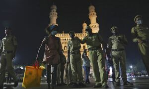 Νέα παραλλαγή του κορονοϊού θερίζει στην Ινδία:2.000 νεκροί στο 24ωρο-κλείνει σύνορα η Βρετανία