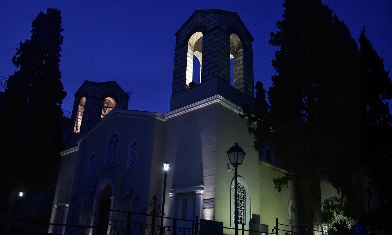 Πάσχα: Έτσι θα πούμε το «Χριστός Ανέστη» - Τι θα γίνει με τον Επιτάφιο και το Άγιο Φως