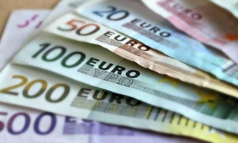 Συνεχίζονται οι πληρωμές: Καταβάλλονται νωρίτερα συντάξεις και επιδόματα - Ποιοι πάνε ταμείο