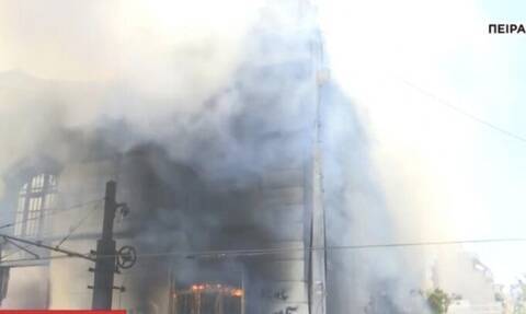 Φωτιά σε εγκαταλελειμμένο κτήριο στον Πειραιά