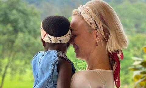 Χριστίνα Κοντοβά: Επέστρεψε στην Ελλάδα και ψωνίζει την προίκα της υιοθετημένης κόρης της