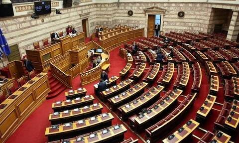 Αποχώρησε ο ΣΥΡΙΖΑ από την ψήφιση του νομοσχεδίου εν μέσω καταγγελιών για την ασυλία λοιμωξιολόγων